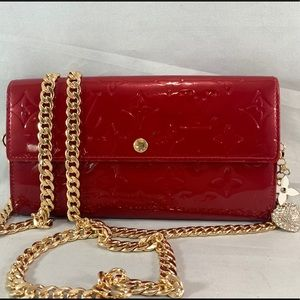 LOUIS VUITTON Red Vernis Sarah Wallet on Chain